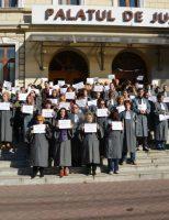 Grefierii protestează împotriva injustiției sociale