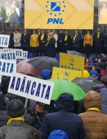 Sute de simpatizanți ai PNL prezenți la mitingul de la Suceava