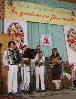 """Festivalul Internațional """"În grădina cu flori multe"""", la Cernăuți"""
