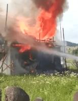 Incendii puternice la Poiana Stampei și la Dornești
