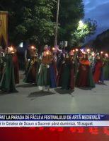 Mii de suceveni au participat la parada de făclii a Festivalului de Artă Medievală
