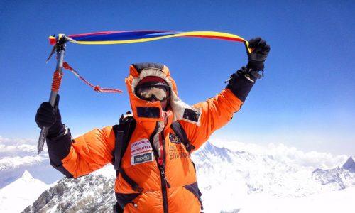 "<h2><a href=""https://nest-tv.ro/alpinistul-horia-colibasanu-a-fost-decorat-la-palatul-cotroceni/"">Alpinistul Horia Colibășanu a fost decorat la Palatul Cotroceni</a></h2>"