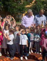 Municipalitatea suceveană a inaugurat un nou loc de joacă, în Obcini