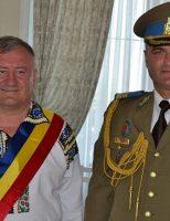 """Fron: """"Doi cetățeni de onoare ai comunei sucevene Cornu Luncii fac cinste Armatei Române"""""""