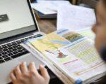 Cursuri online pentru elevii din 329 școli sucevene unde sunt organizate secții de votare