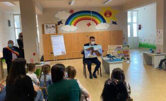 Preșcolarii Grădiniței din Mironu au ascultat povești citite de ministrul Bogdan Gheorghiu